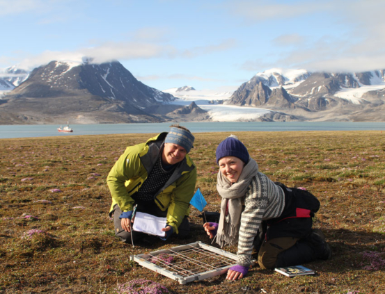 Arctic Biology students on fieldwork nearby Kræmerlaguna in Bockfjorden.