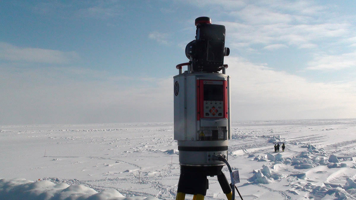 Laser scanning of ice ridges. Photo: Nataly Marchenko/UNIS