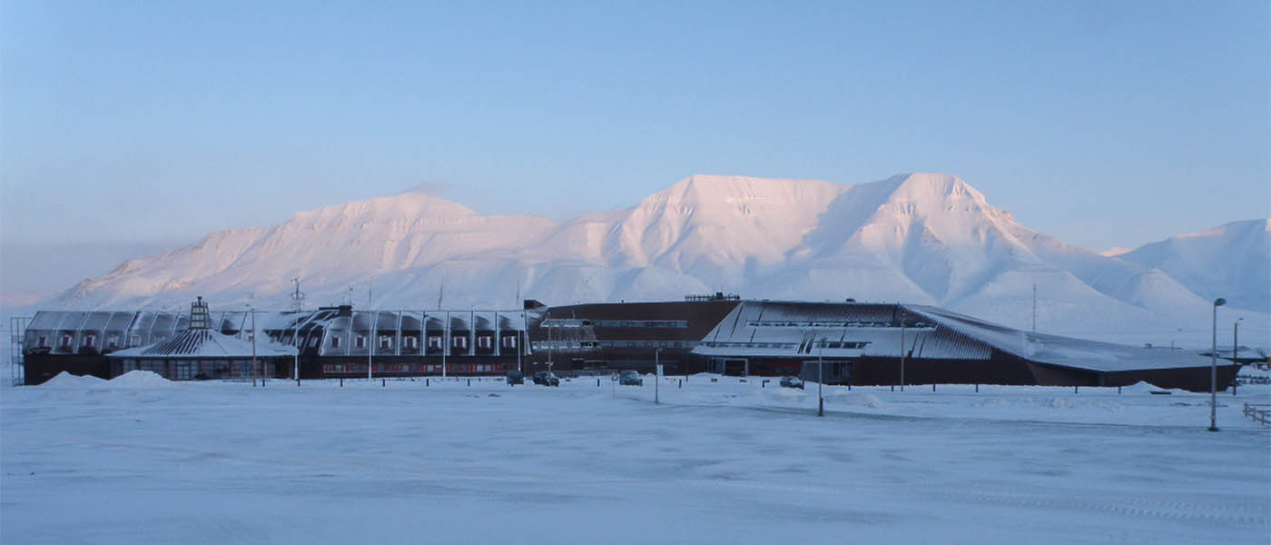 The University Centre and Hiorthfjellet in February. Photo: Hanne Christiansen/UNIS